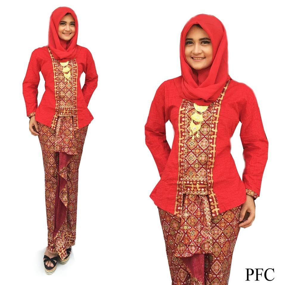 Baju Batik Pramugari dengan Motif Tradisional dan Tertutup