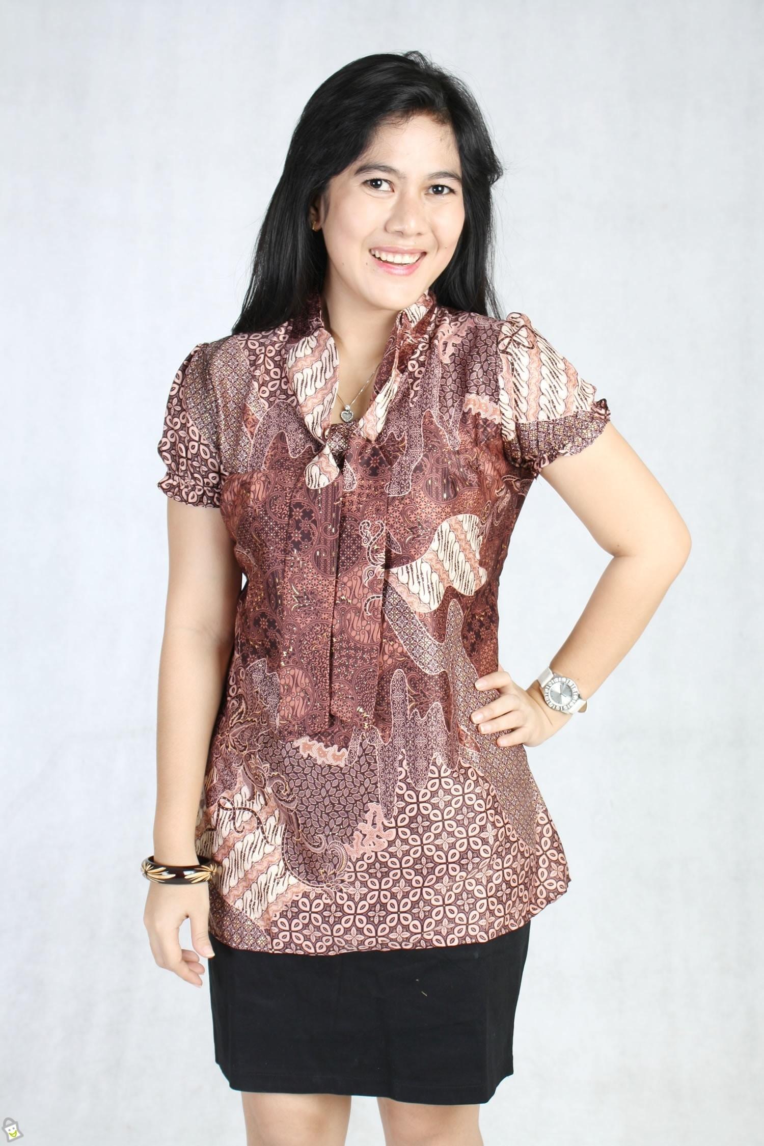 Model Baju Batik Kerja untuk Wanita Muda