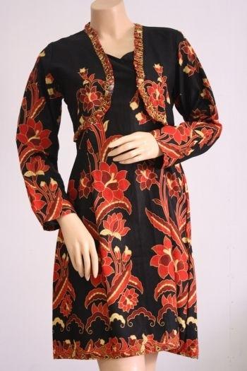 Baju Batik Kerja dengan Motif Tradisional untuk Wanita Gemuk