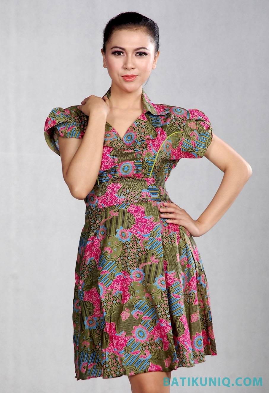 Dress Batik dengan Motif Modern