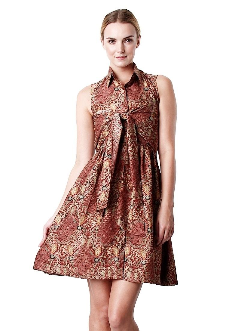 Dress Batik dengan Motif Tradisional dan Elegan