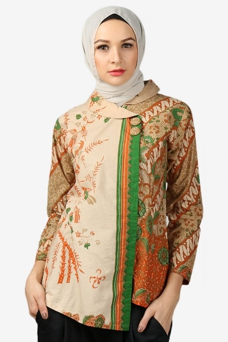 Ide Fashion dengan Baju Batik untuk Guru Berjilbab