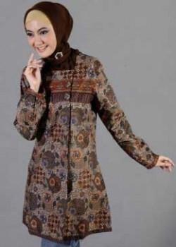 Kemeja Panjang Motif Batik untuk Wanita Muslimah dalam Menghadiri Pesta