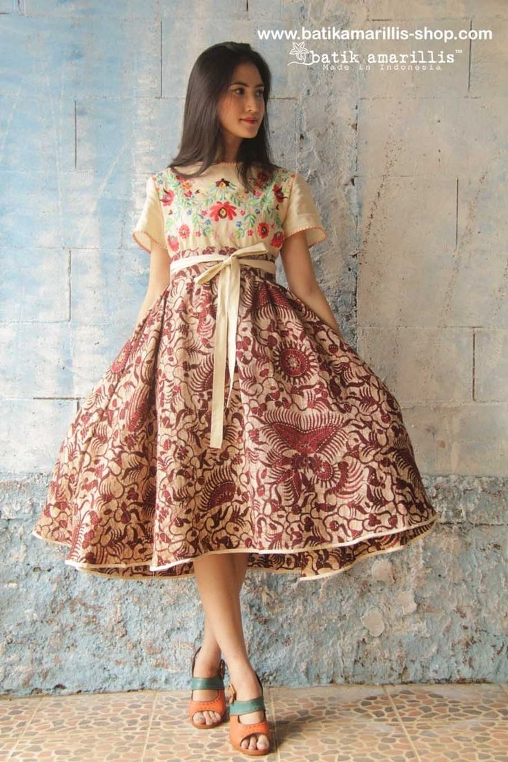 Model Baju Batik untuk Wanita Muda dengan Gaya Dress Pendek