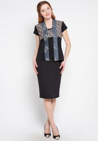 Tampil Cantik Bagi Ibu Guru Muda dengan Baju Batik Modern