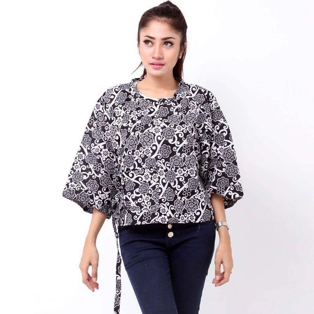 Tips Berbusana dengan Baju Batik bagi Kamu yang Berbadan Berisi