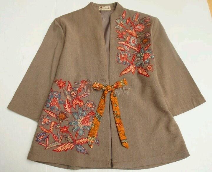Inspirasi Batik Wanita dengan Model Blazer Terbaru