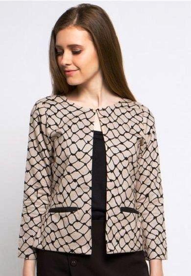 Inspirasi Batik Wanita dengan Model Blazer Termodis Saat Ini