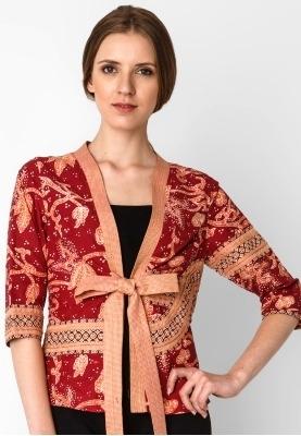 Inspirasi Batik Wanita dengan Model Blazer Unik dan Elegan