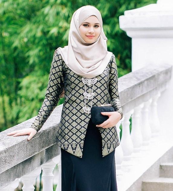 Model Baju Batik Kerja untuk Guru Perempuan