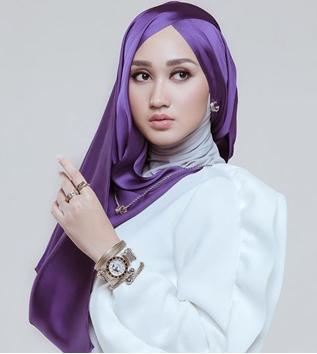 Tutorial Hijab Pesta yang Simple, Praktis dan Stylish