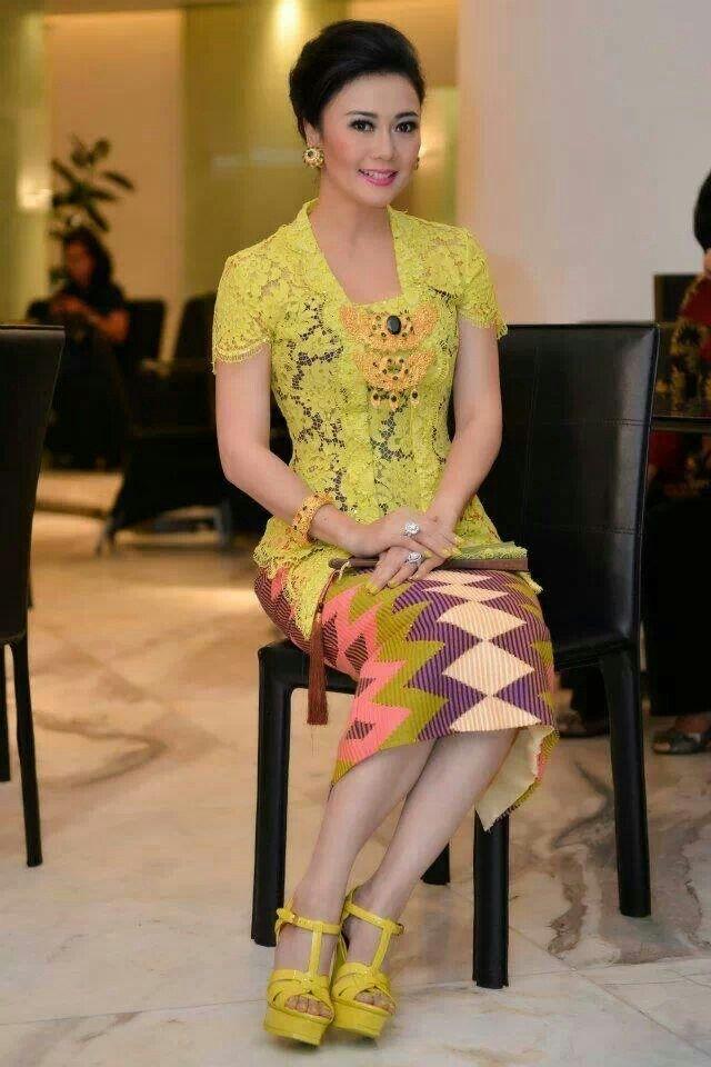 Model Kebaya Bali dengan Model Lengan dan Rok Pendek