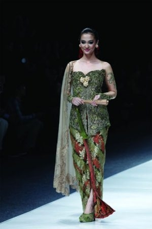 Model Kebaya Brokat Paling Stylish