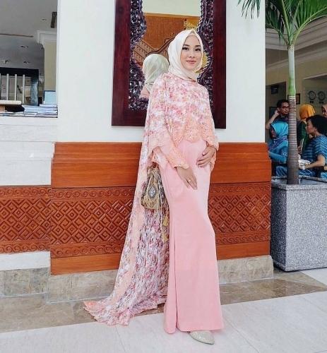 Model Kebaya Brokat untuk Anak Muda Muslim Paling Stylish
