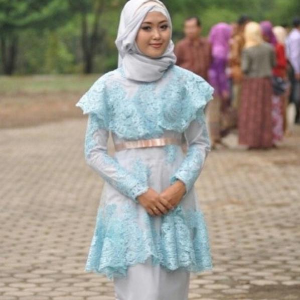 Model Kebaya Brokat untuk Remaja Muslim