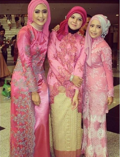 Model Kebaya Brokat untuk Wanita Muslim Berjilbab