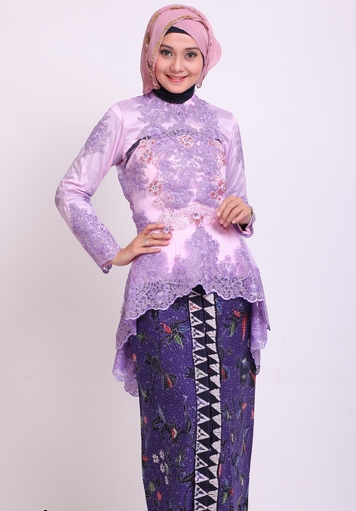 Model Kebaya Modern dengan Lengan Panjang Warna Ungu
