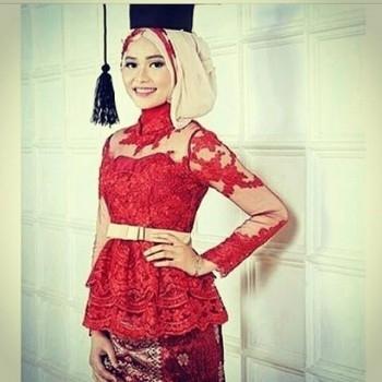Model Kebaya Wisuda Muslim Berjilbab Terbaik Saat Ini