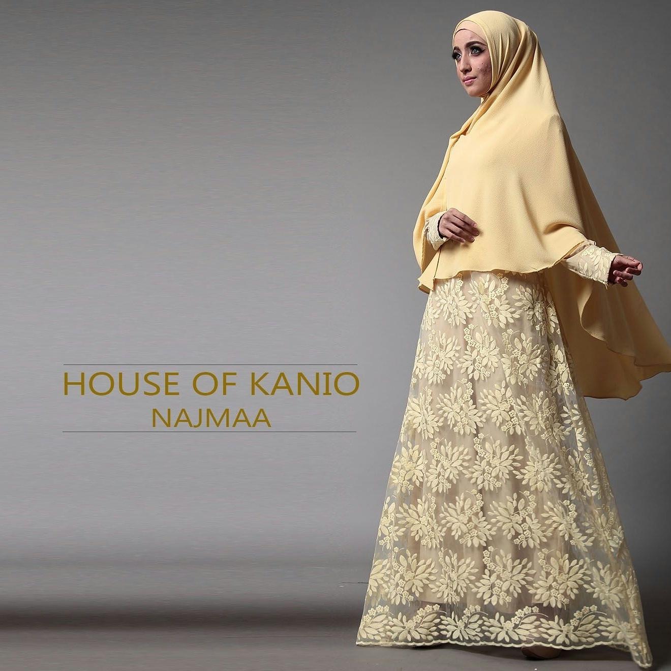 Baju Gamis Brokat dikombinasikan dengan Jilbab Syar'iah