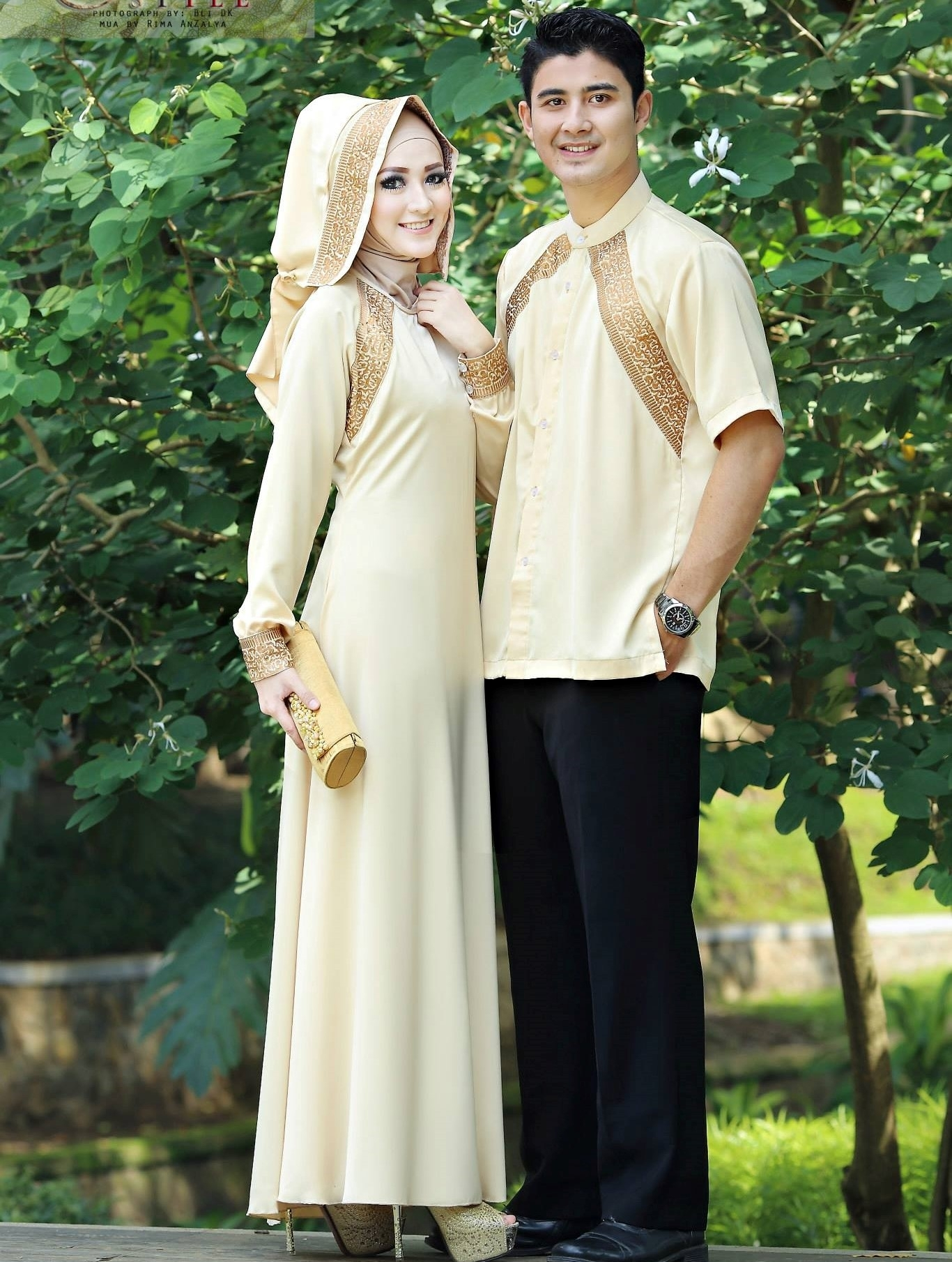 Baju Lebaran Keluarga dengan Model Polos