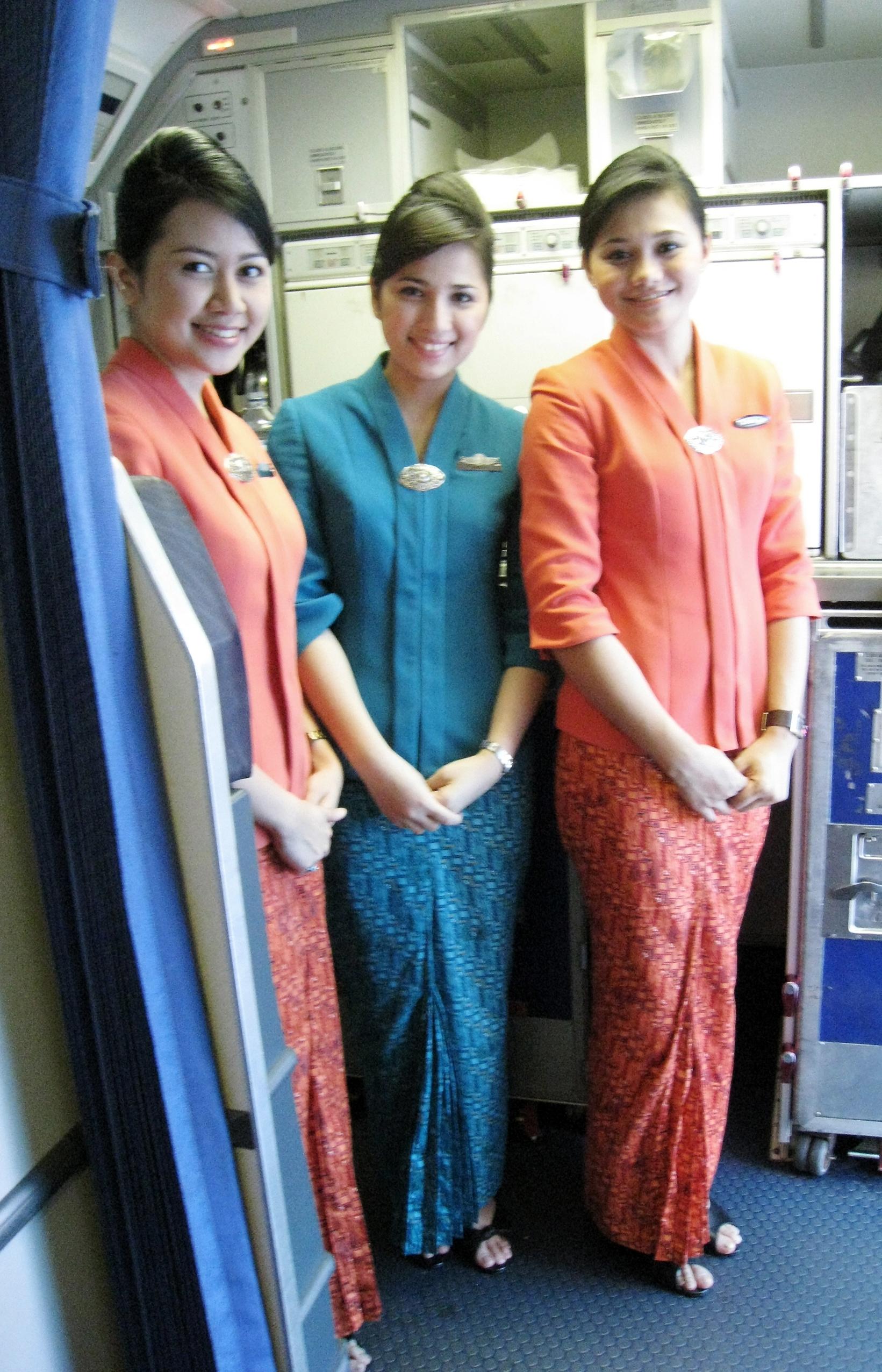 Model Baju Batik Pramugari Terbaru dan Terkini