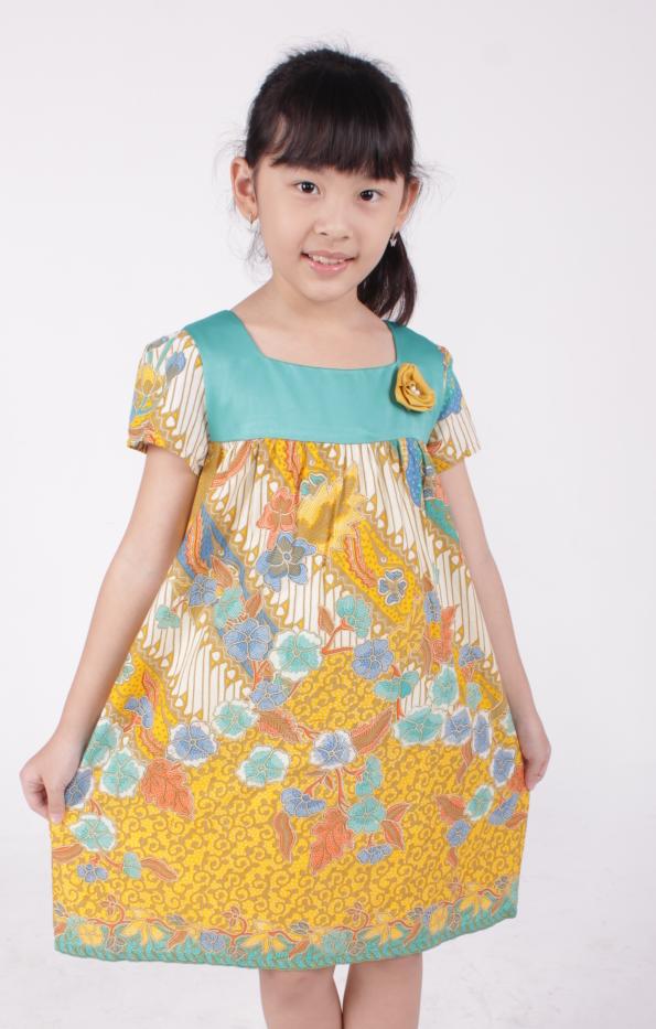 Dress Batik Anak Perempuan dengan Motif Bunga