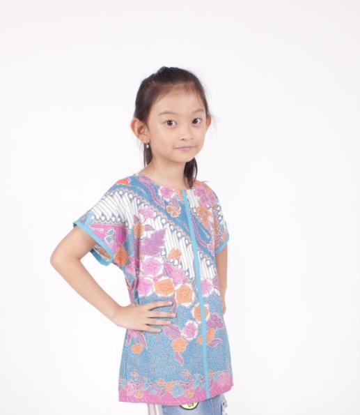 Model Baju Batik Anak Perempuan dengan Motif Bunga