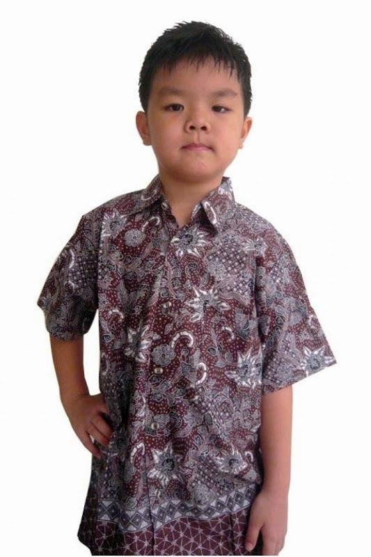 Baju Batik Anak Laki-Laki dengan Motif Tradisional