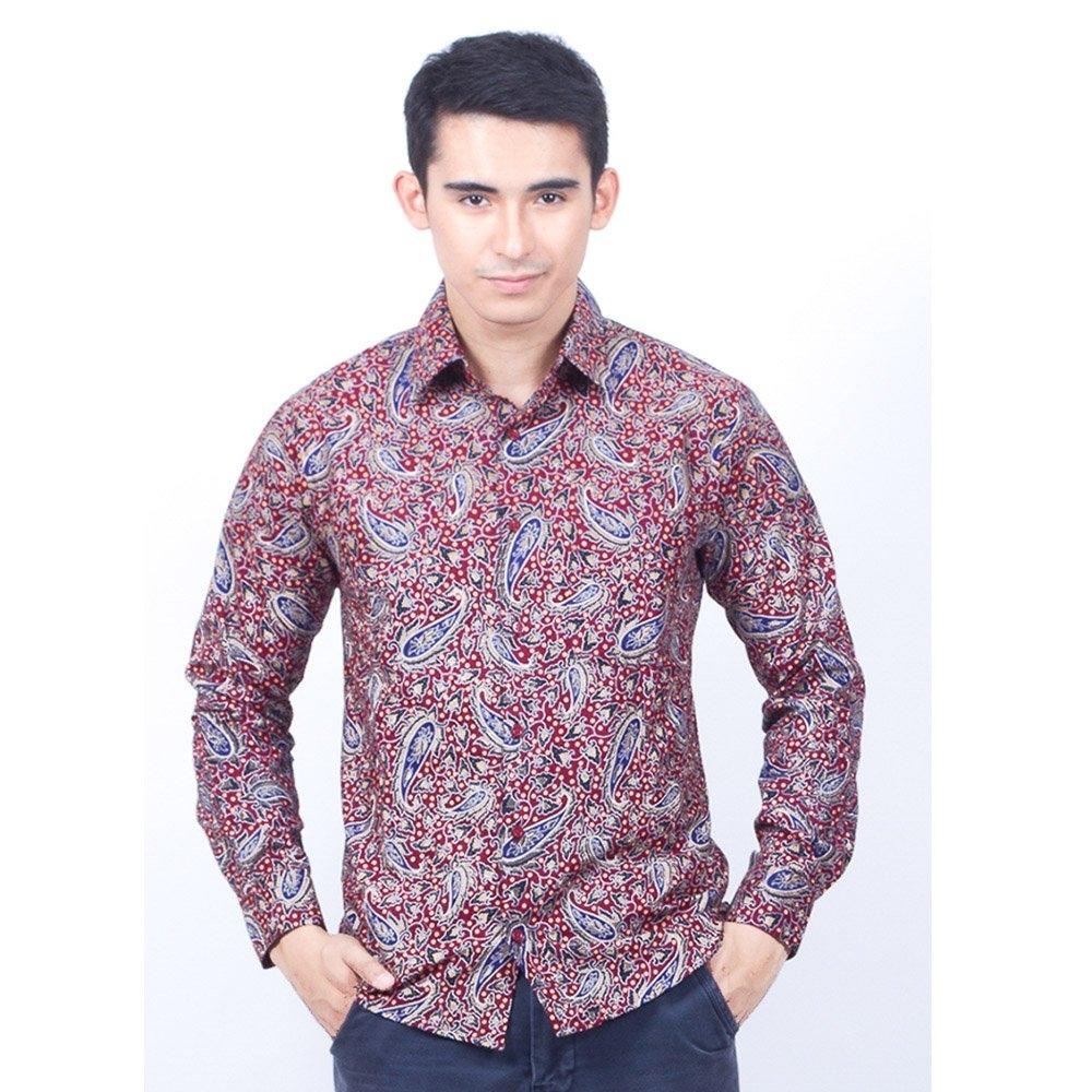 Baju Batik Pria Lengan Panjang dengan Model Slimfit