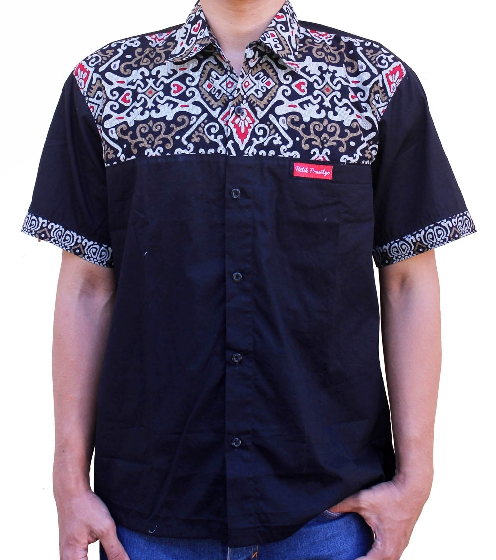 Kemeja Pendek Batik Pria dengan Kombinasi Warna Hitam