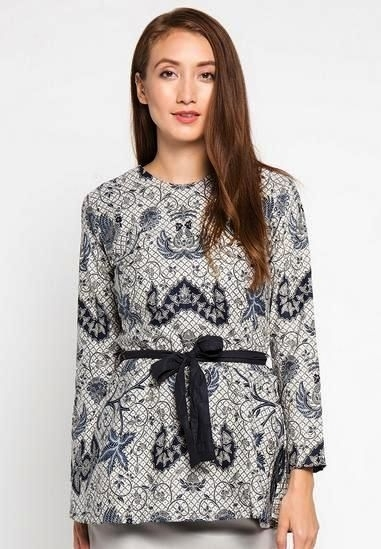 Model Baju Batik Atasan untuk Wanita Terbaik Tahun Ini