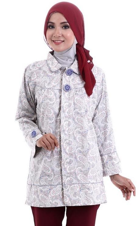 Model Baju Batik Kantor untuk Wanita Muslimah yang Masih Muda