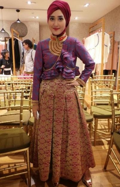 Model Baju Batik Muslimah untuk Pesta Paling Bagus
