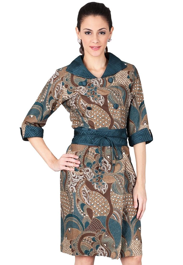 Model Dress Batik dengan Lengan Tiga Per Empat Terbaru