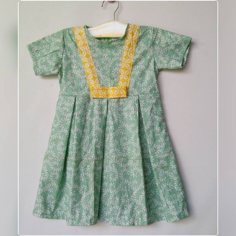Model Dress Batik Pendek untuk Anak Perempuan Terbaru