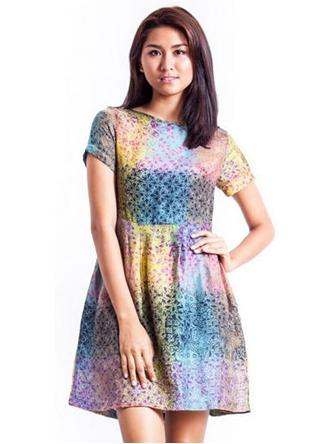 Tampil Anggun Saat Pesta dengan Dress Batik Pendek
