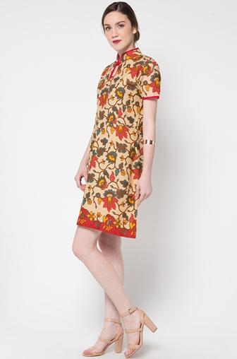 Tips Berbusana saat Menghadiri Pesta dengan Dress Batik
