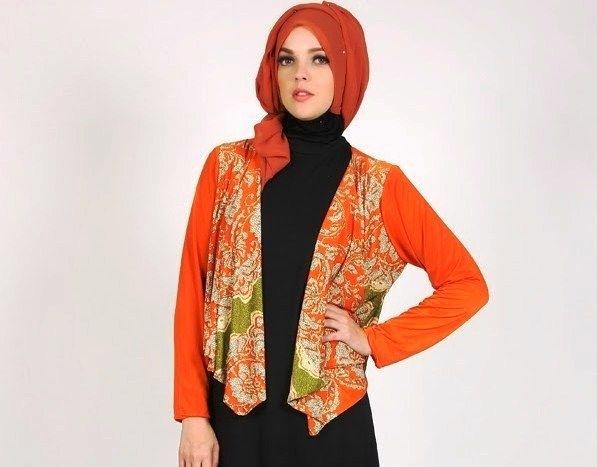 Inspirasi Batik Wanita dengan Model Blazer Paling Modis Saat Ini