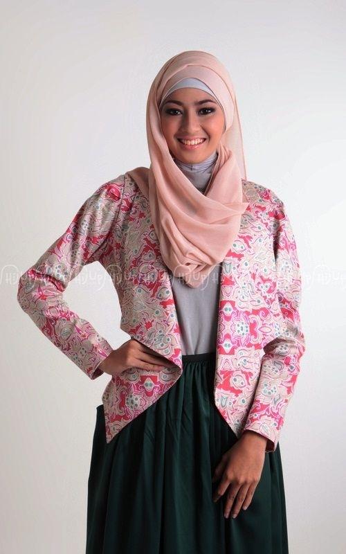 Inspirasi Batik Wanita dengan Model Blazer Paling Populer