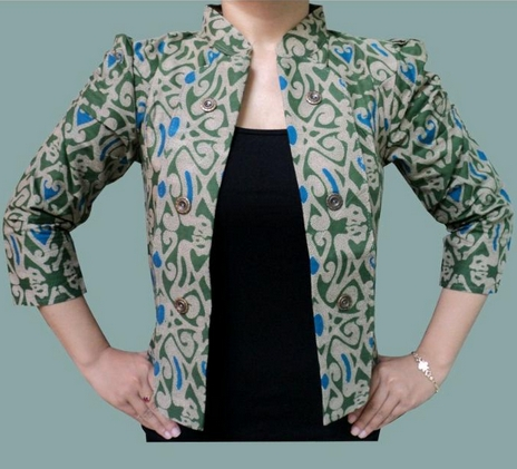 Inspirasi Batik Wanita dengan Model Blazer