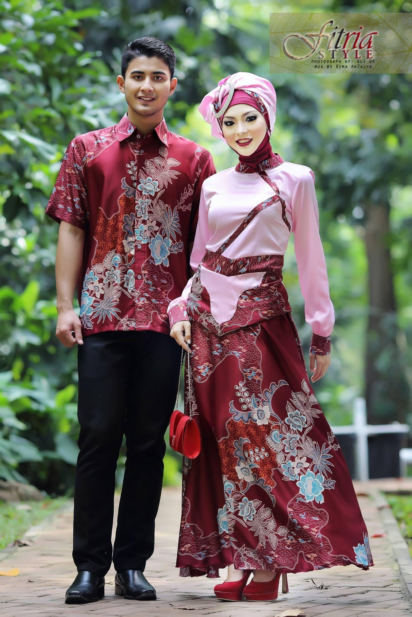 Model Baju Batik Couple untuk Pasangan Muslim Bermotif Tradisional