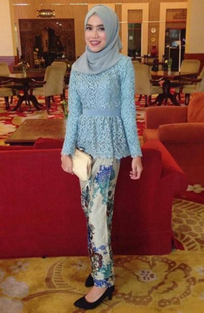 Model Kebaya Kartini untuk Wanita Muslim