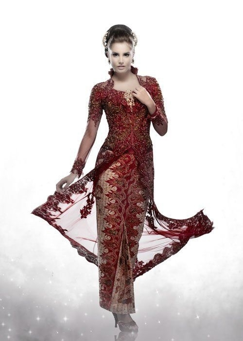 Model Kebaya Modern dengan Lengan Panjang Berbentuk Tradisional