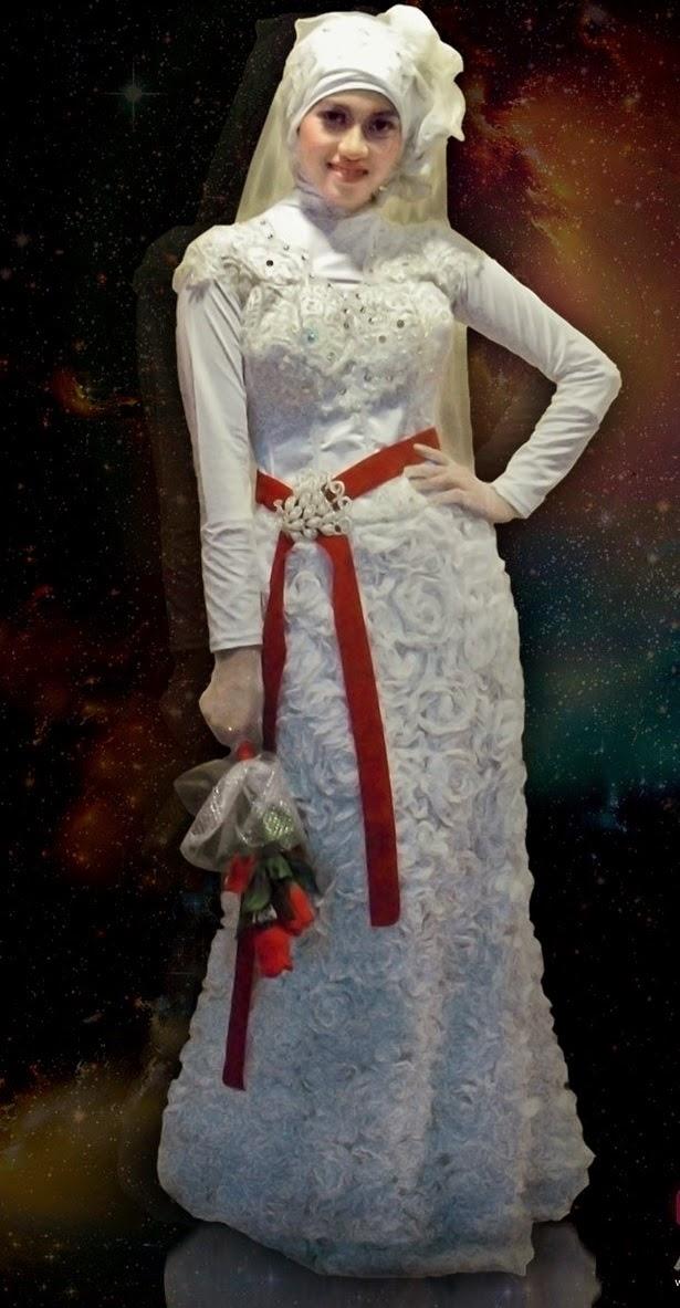 Model Kebaya Modern dengan Lengan Panjang Warna Putih Polos