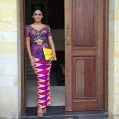 Model Kebaya Bali dengan Motif Rangrang Terpopuler