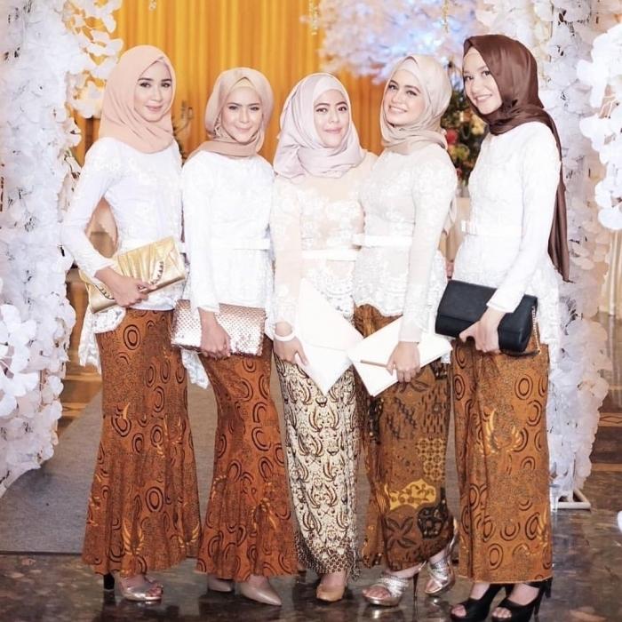 Model Kebaya Wisuda Muslim Berjilbab Paling Elegan