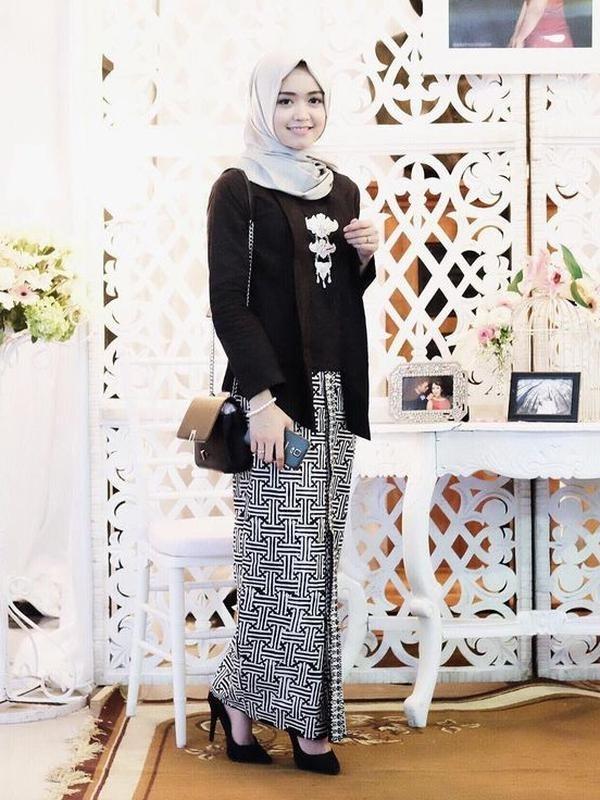 Model Kebaya Kartini Modern untuk Wanita Berjilbab