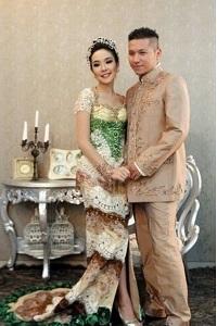 Model Kebaya Pengantin dari Jawa dari Pasangan Artis
